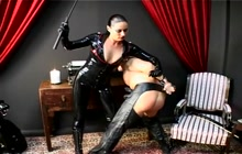 Kinky domina in latex